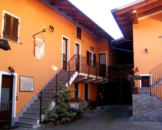 L'Antico Borgo Rooms Rental - Caprie - Building