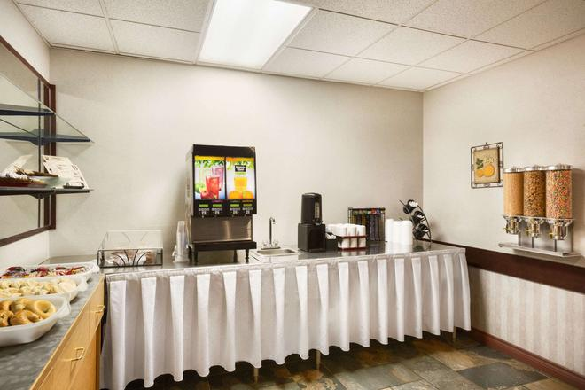 Days Inn by Wyndham Hinton - Hinton - Buffet