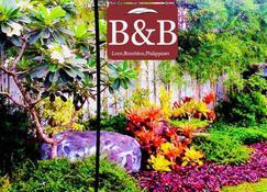 Hilltop Bed & Breakfast - Mambajao - Außenansicht