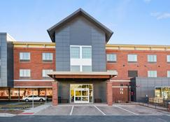 Country Inn & Suites by Radisson, Flagstaff Downtown, AZ - Flagstaff - Building