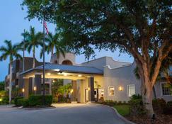 La Quinta Inn & Suites by Wyndham Ft. Myers-Sanibel Gateway - Fort Myers - Gebäude
