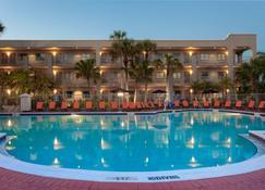 La Quinta Inn & Suites by Wyndham Ft. Myers-Sanibel Gateway - Fort Myers - Zwembad