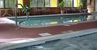 Golden Manor Inn & Suites - Muldraugh - Piscina