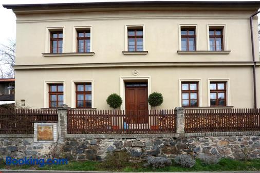 Penzion U Lasíku - Horoměřice - Building