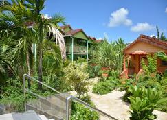 Hotel Bambou - Les Trois-Îlets - Vista del exterior