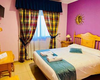 Hostal Valdepeñas By Bossh Hotels - Valdepeñas - Bedroom