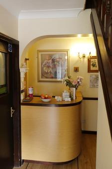 Aylesbray Lodge - Cambridge - Front desk