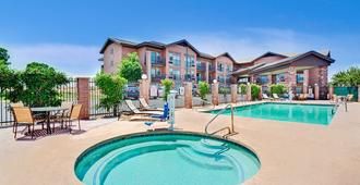 Days Inn & Suites by Wyndham Page Lake Powell - Page - Pool