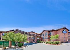 Days Inn & Suites by Wyndham Page Lake Powell - Page - Edificio