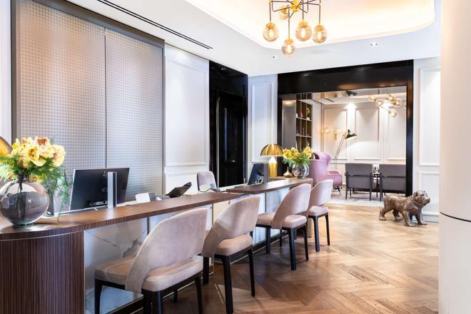 Holmes Hotel London - London - Front desk