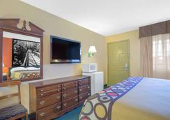 Super 8 by Wyndham Talladega AL - Talladega - Schlafzimmer