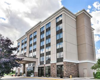 DoubleTree by Hilton Kitchener - Kitchener - Building