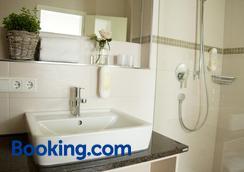 Gastehaus An Der Sempt Garni - Erding - Bathroom