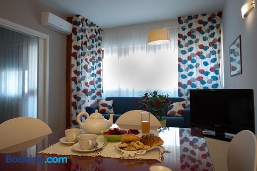 Marbela Apartments & Suites - Palermo - Phòng ăn