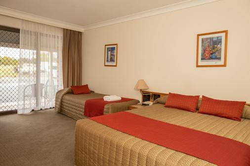 Club Inn Motel - West Wyalong - Schlafzimmer