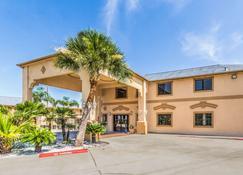 Econo Lodge Inn and Suites Corpus Christi - Corpus Christi - Building
