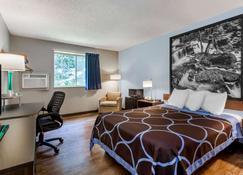 Super 8 by Wyndham Stroudsburg - East Stroudsburg - Bedroom