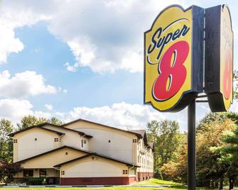 Super 8 by Wyndham Stroudsburg - East Stroudsburg - Building