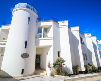 Il Faro Della Guitgia - Lampedusa - Edificio