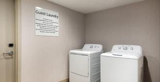 Holiday Inn Ex Hotel & Suites Florence I-95 & I-20 Civic Ctr - Florence - Laundry facility