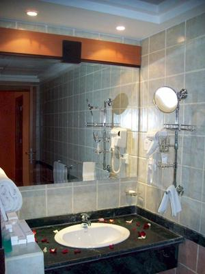 Avail Grand Hotel & Suites - Jeddah - Bathroom