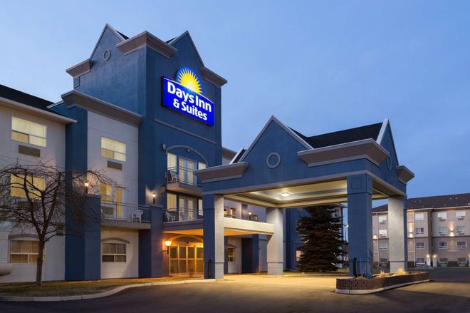 Days Inn & Suites by Wyndham Brooks - Brooks - Building