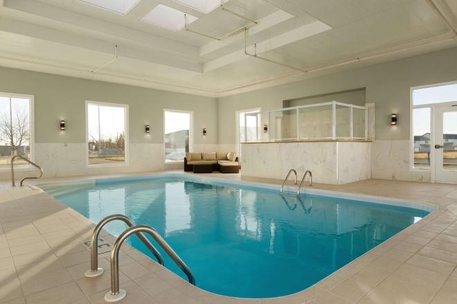 Days Inn & Suites by Wyndham Brooks - Brooks - Pool