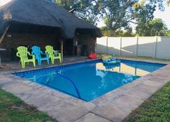 Sinesan Guesthouse - Vereeniging - Pool