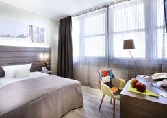 Hotel Kiel by Golden Tulip - Kiel - Bedroom