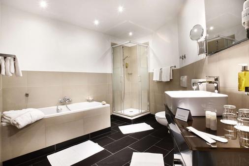 Hotel Kiel by Golden Tulip - Kiel - Bathroom