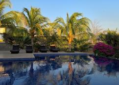 Soma Surf Resort - El Gigante - Alberca