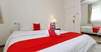 RedDoorz Plus @ Tendean - ג'קרטה - חדר שינה