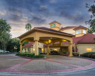 La Quinta Inn & Suites by Wyndham Tampa Brandon Regency Park - Brandon - Building