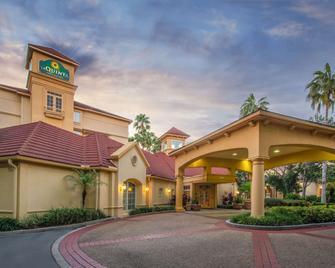 La Quinta Inn & Suites by Wyndham Tampa Brandon Regency Park - Brandon - Budova