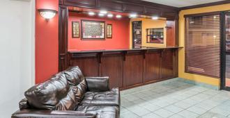 Days Inn by Wyndham St. Robert Waynesville/Ft. Leonard Wood - St Robert - Front desk