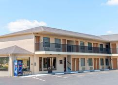 Days Inn by Wyndham St. Robert Waynesville/Ft. Leonard Wood - St Robert - Building