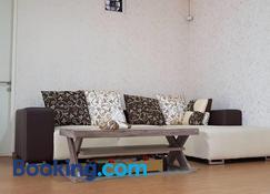 One-8 Premium Villa - Prigen - Wohnzimmer