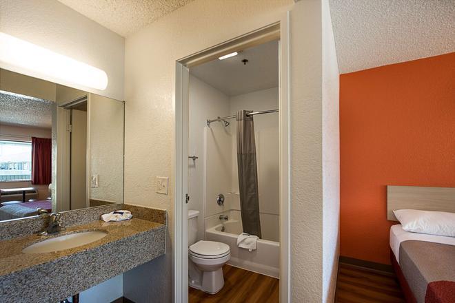 雷諾機場斯巴克斯 6 號汽車旅館 - 斯巴克斯 - 里諾 - 浴室