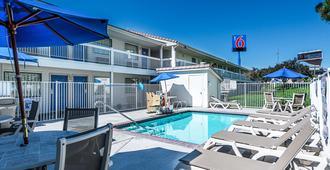 Motel 6 Reno Airport Sparks - Sparks - Pool