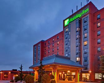 Holiday Inn & Suites Windsor (Ambassador Bridge) - Уіндзор - Building