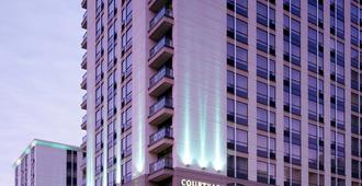Courtyard By Marriott Downtown Toronto - Toronto - Building