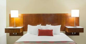 Ramada by Wyndham Cedar City - Cedar City - Bedroom