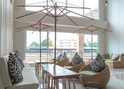 Prachuap Grand Hotel - Prachuap Khiri Khan - Living room