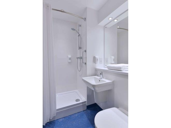Travelodge Edinburgh Dreghorn - Edinburgh - Bathroom