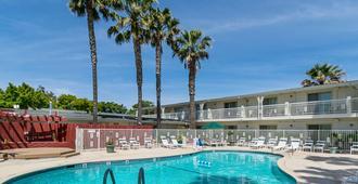 Motel 6 Santa Maria - South - Santa Maria - Pool