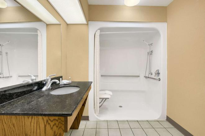 Baymont Inn and Suites Warner Robins, GA - Warner Robins - Bad