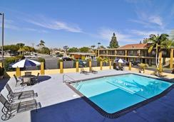 Best Western Orange Plaza - Orange - Piscine