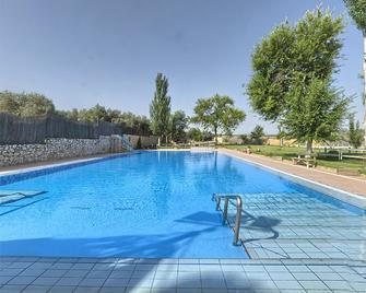 Aparthotel El Cañuelo - Monturque - Pool