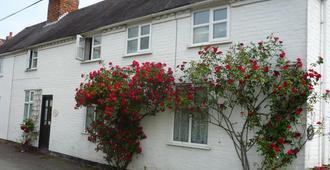 White Cottage - Wolverhampton - Edificio