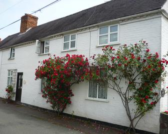 White Cottage Bed and Breakfast - Wolverhampton - Building